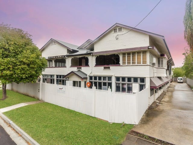 8-10 The Avenue, Hermit Park, Qld 4812