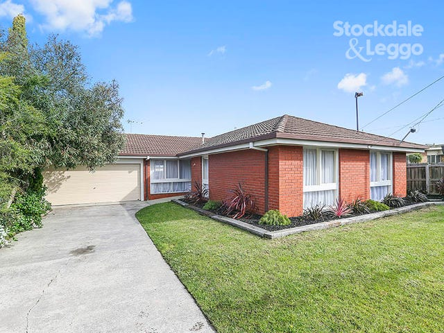 17 Pinecrest Drive, Highton, Vic 3216