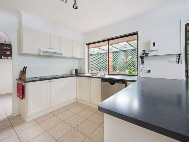 8 Grampian Court, Rochedale South, Qld 4123