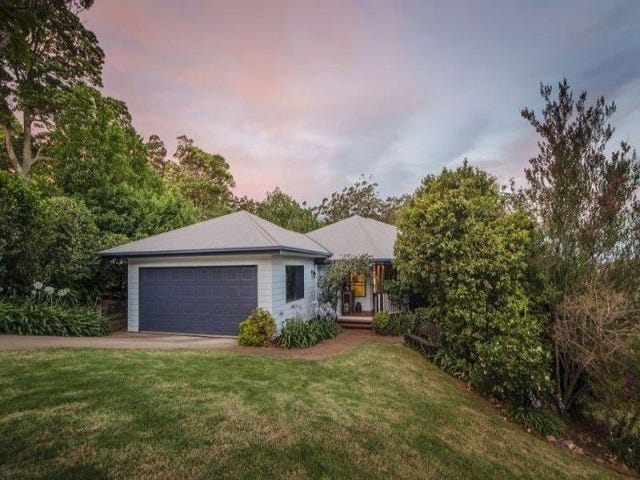 2 Huntingdale Court, Mount Lofty, Qld 4350