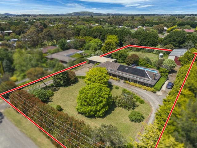 10 Redwood Court, Romsey, Vic 3434