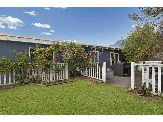 10 Tarook Way, Mornington, Vic 3931