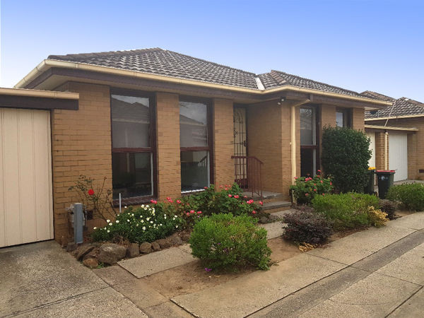 2/24 EDGAR STREET, Hadfield, Vic 3046