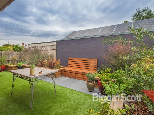 1/301 Neill Street, Soldiers Hill, Vic 3350