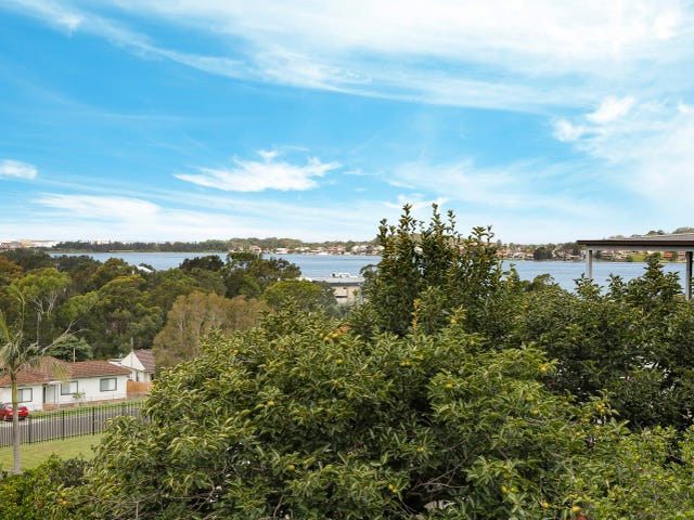 21 St Cloud Crescent, Lake Heights, NSW 2502