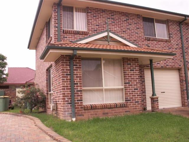 1/2 Dutton Place, Glenmore Park, NSW 2745