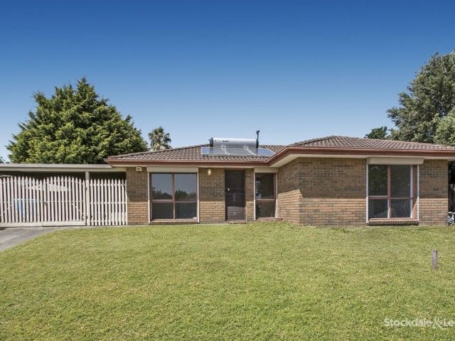 6 MALTRAVERS CRESCENT, Cranbourne North, Vic 3977