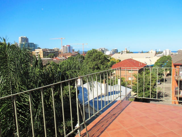 9/8 First Street, Wollongong, NSW 2500