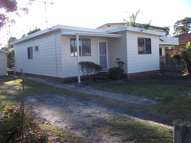 16 Lakeview Drive, Burrill Lake, NSW 2539