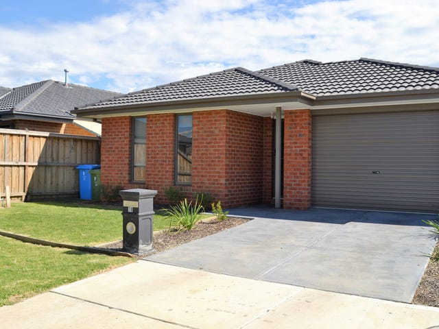 18 Cups Court, Clyde North, Vic 3978