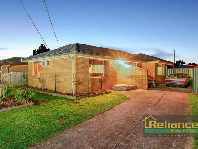22 Falcon Drive, Melton, Vic 3337