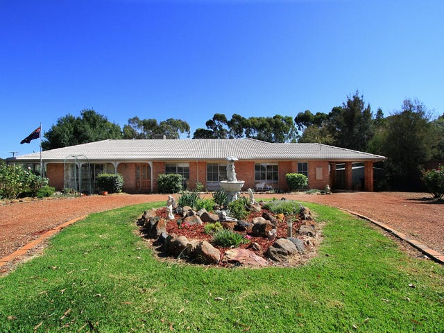 2 Thompsons Lane, Heathcote, Vic 3523