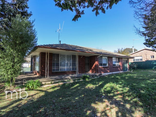 11 Racecourse Road, Orange, NSW 2800