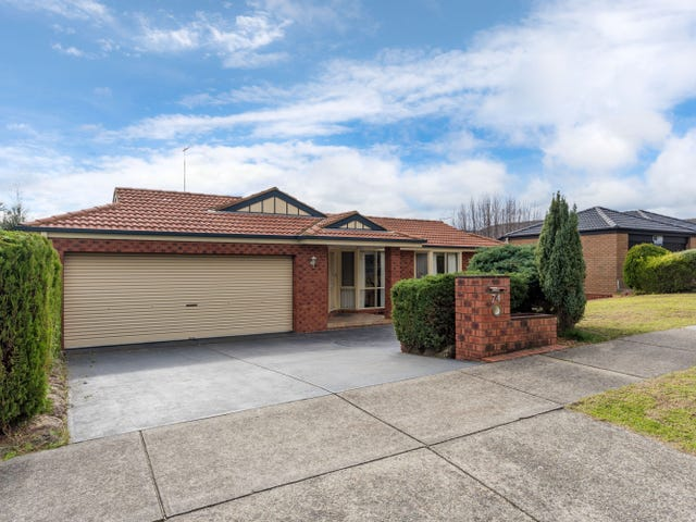 74 LAKEVIEW DRIVE, Lilydale, Vic 3140