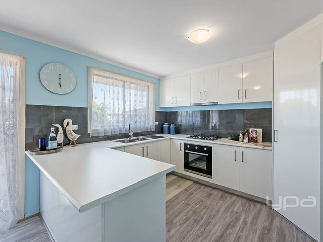 2/19 Mitchell Crescent, Meadow Heights, Vic 3048