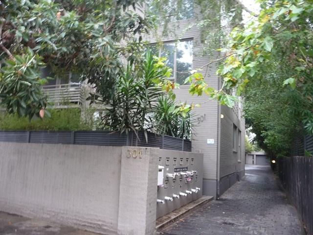 11/301 Dandenong Road, Prahran, Vic 3181