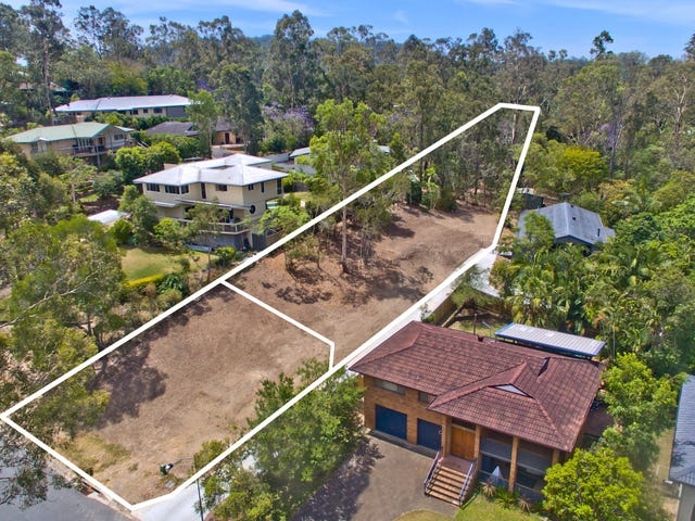 15 and 15a Tamarix Street, Chapel Hill, Qld 4069