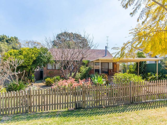 15 Lake Road, Fennell Bay, NSW 2283