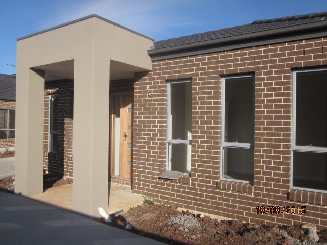 2/8 Haywood Grove, Melton West, Vic 3337