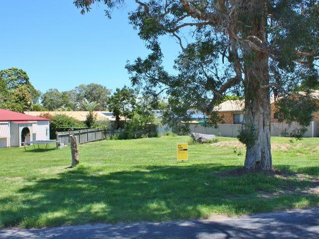 12 Loxton Avenue, Iluka, NSW 2466