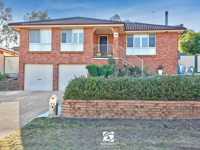 44 Downes Crescent, Currans Hill, NSW 2567