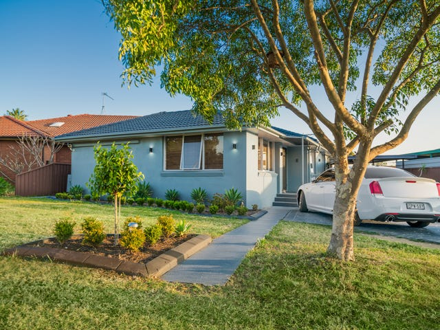 18 Charlton Pace, St Clair, NSW 2759