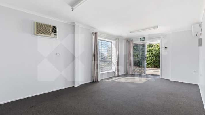 1/8 Robison Street Park Avenue QLD 4701 - Image 2