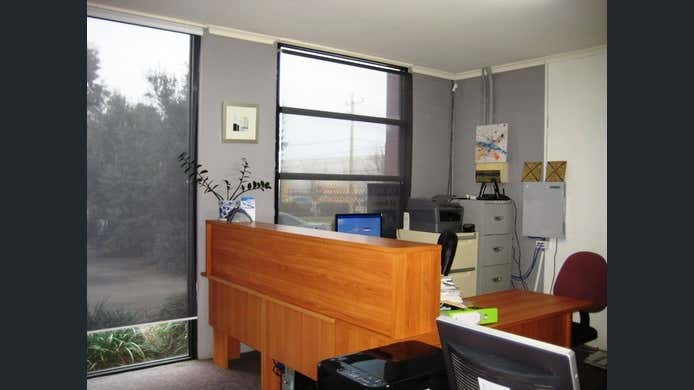2/18-20 Lieber Grove Carrum Downs VIC 3201 - Image 2