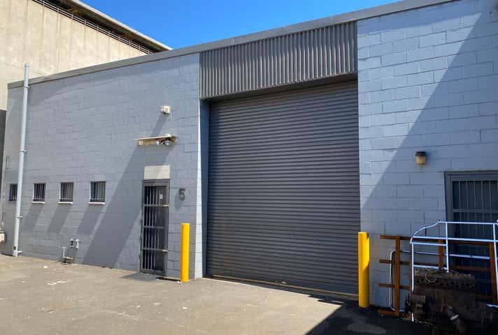 5/13 Resolution Drive Unanderra NSW 2526 - Image 1