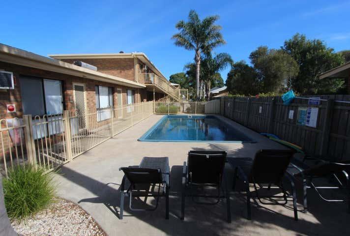 Allambi Holiday Apartments, 34 Carpenter Street Lakes Entrance VIC 3909 - Image 1