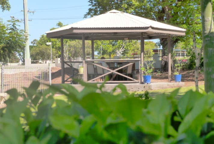 Hillview Motel, 3 Hackett Terrace Richmond Hill QLD 4820 - Image 1