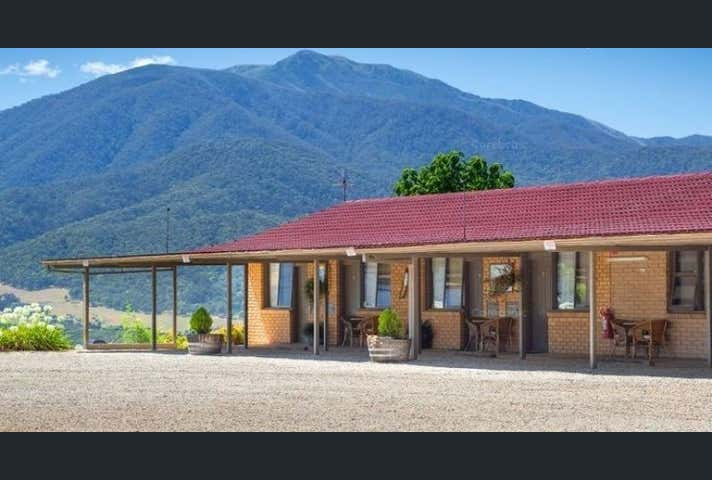 ALLAMAR MOTOR INN, 33-35 Ranch Road Tawonga VIC 3697 - Image 1