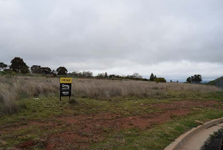 24 Boyd Circuit Parkes NSW 2870 - Image 1