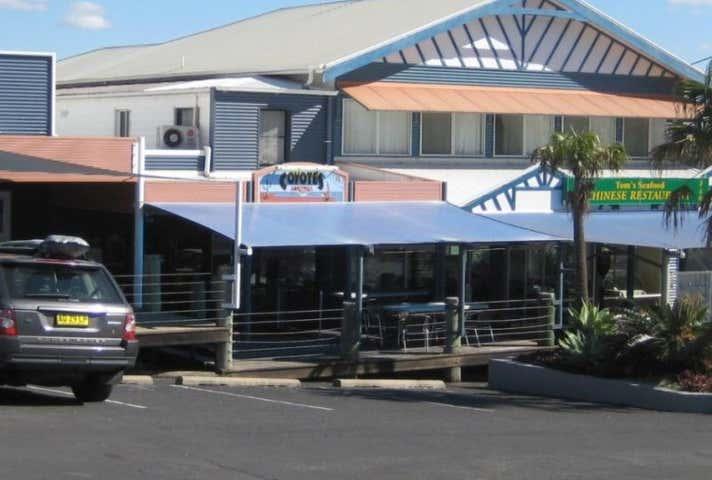 2/15 Clarence  St Yamba NSW 2464 - Image 1
