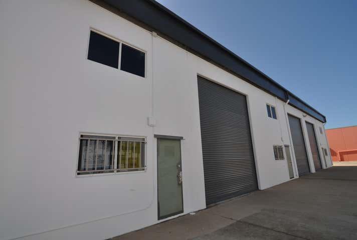 Unit 3, 58 Keane Street Currajong QLD 4812 - Image 1