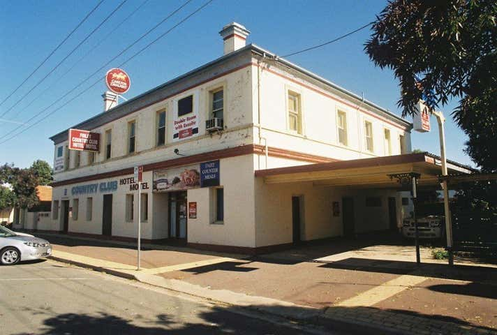 Country Club Hotel Motel, 167-177 Murray Street Finley NSW 2713 - Image 1