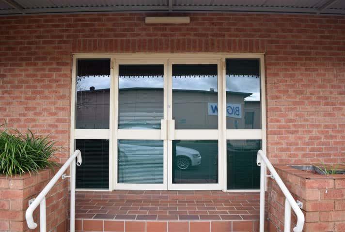 2/17 Browne Street Parkes NSW 2870 - Image 1