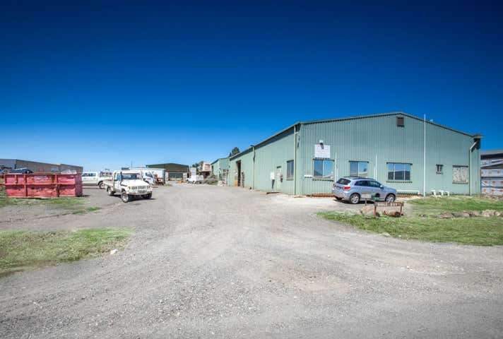 1 & 2, 14 Parkers Road New Gisborne VIC 3438 - Image 1
