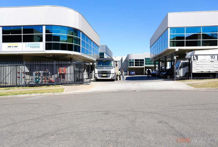 9/10 Straits Avenue South Granville NSW 2142 - Image 1