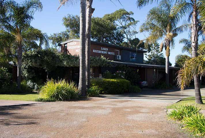 Lakes Waterfront Motel, 10 Princes Highway Lakes Entrance VIC 3909 - Image 1