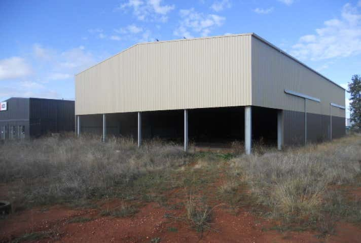 23 Saleyards Road Parkes NSW 2870 - Image 1