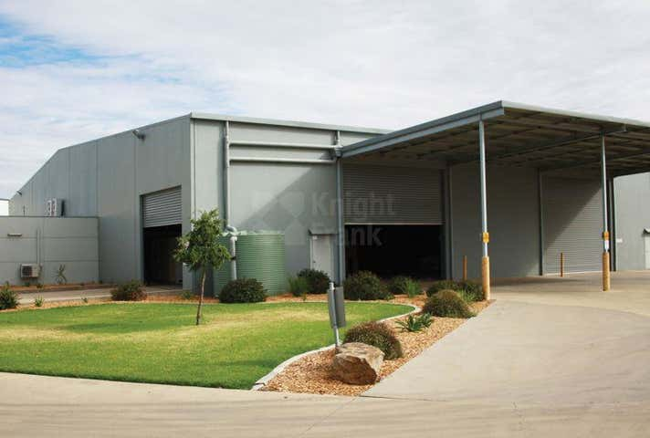 Unit 2, 4 Ball Place East Wagga Wagga NSW 2650 - Image 1