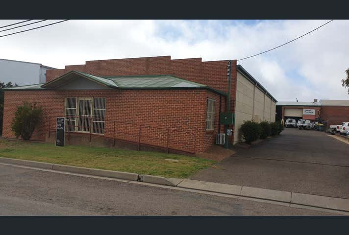 4/4 Cook Street Tamworth NSW 2340 - Image 1