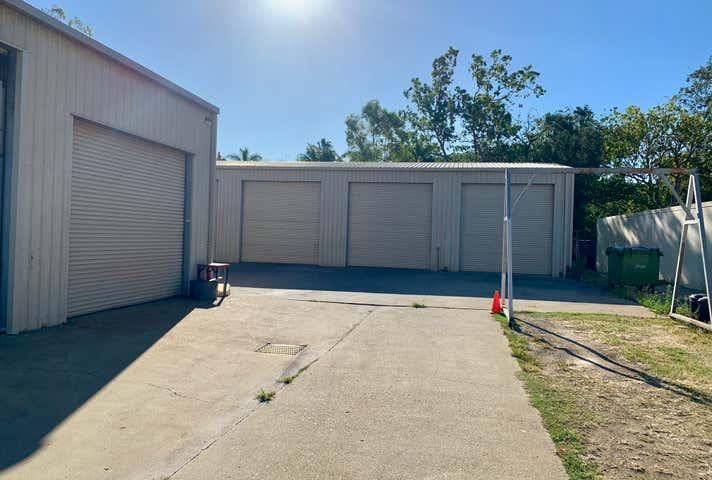 2/11 Carlo Drive Cannonvale QLD 4802 - Image 1