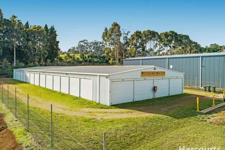 102 Roberts Courts Drouin VIC 3818 - Image 2