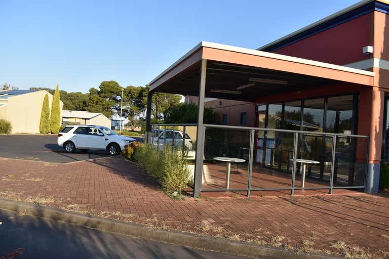 2 Adelaide Rd Millicent SA 5280 - Image 2