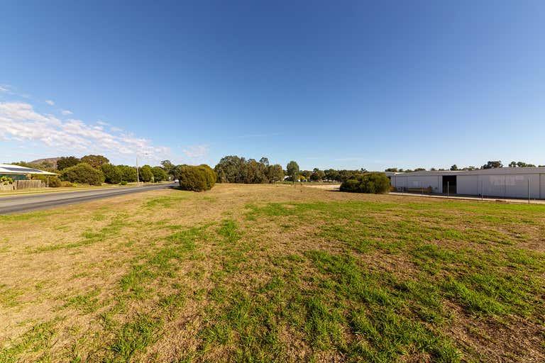 5 Moorefield Park Drive Wodonga VIC 3690 - Image 3
