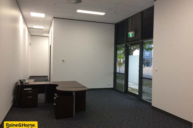 352/77 Emu Bank Belconnen ACT 2617 - Image 2