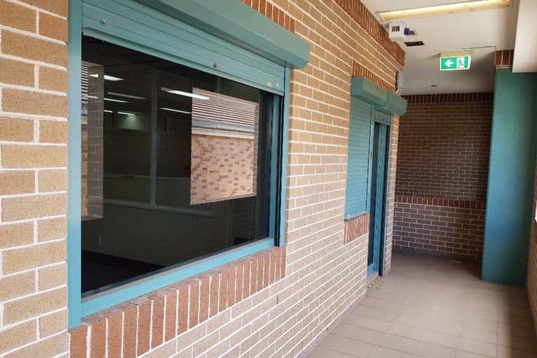 2/8-10 Castlereagh Street Penrith NSW 2750 - Image 2