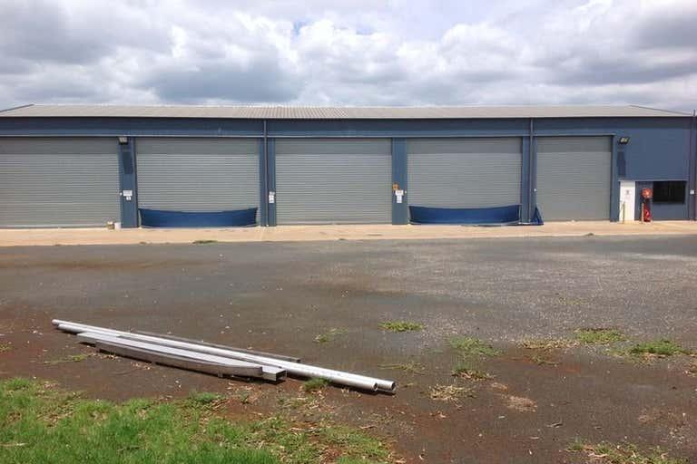 2 Tradewinds Court Glenvale QLD 4350 - Image 3